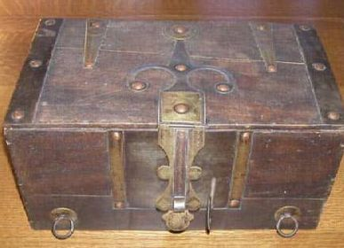 Decorative objects - Touareg Chest or Wooden Chest - SUBLIME JUJU HAT