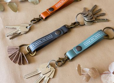 Leather goods - Keychain - 100% recycled leather keychain - MISS WOOD