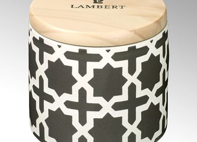 Bougies - Ebba parfum «Fleurs d'oranger» bougie en vase gris pierre avec couvercle en bois - LAMBERT