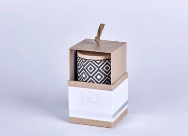 Bougies - Bougie Ebba parfumée «Fleurs d'oranger» dans un récipient avec couvercle en bois - LAMBERT
