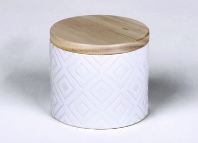 Candles - Ebba  fragrance 'Atlantic Breeze' candle in vessel with wooden lid - LAMBERT