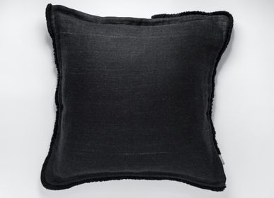 Cushions - nigrum cushion - LINOO