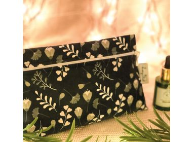 "Travel accessories - Make-up bag: ""Dotted Flowers"" - LOOPITA"