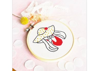 Decorative objects - Decorative Embroidery Kit - Trendy woman - FRENCH KITS