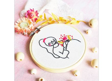 Decorative objects - Decorative Embroidery Kit - Pregnant Woman - FRENCH KITS