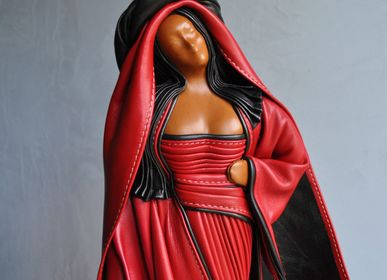 Sculptures, statuettes and miniatures - Leather sculpture, woman in red dress  - ANNIE DELEMARLE