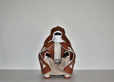 Sculptures, statuettes et miniatures - Sculpture en cuir, grand Touareg assis - ANNIE DELEMARLE