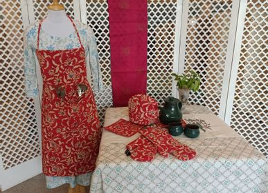 Aprons - APRONS / POT HOLDERS / OVEN MITTS / TEA COZY - SOMA
