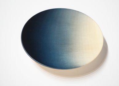 Plateaux - Assiette ronde Tochi teinte indigo - AOLA
