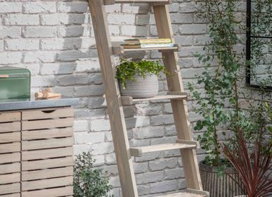 Bookshelves - Aldsworth Slatted Shelf Ladder - GARDEN TRADING