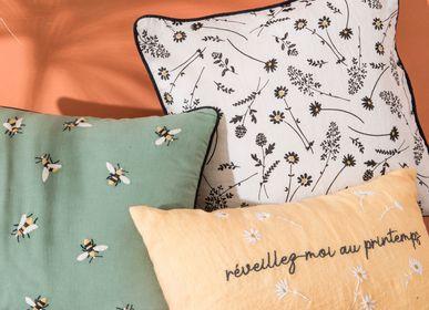Cushions - Coussins motifs abeilles et floraux  - AMADEUS