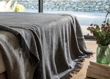 Throw blankets - APOLO - BRUN DE VIAN-TIRAN