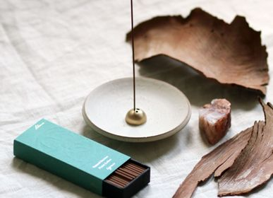 Homewear - Porte-encens en onyx blanc et dôme doré - UME