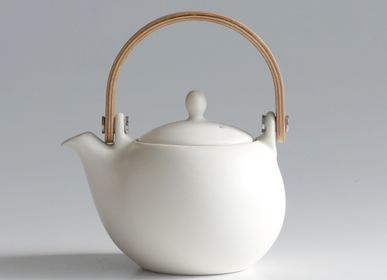 Ceramic - YUI Wooden handle teapot 330ml - SALIU