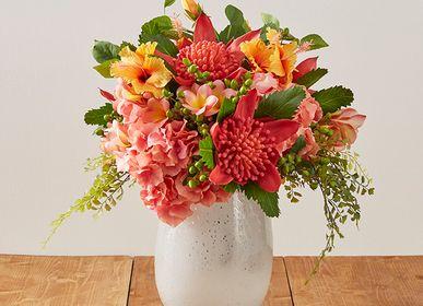 Décorations florales - Bouquet hibiscus et protea - LOU DE CASTELLANE - Fleurs artificielles plus vraies que nature  - LOU DE CASTELLANE