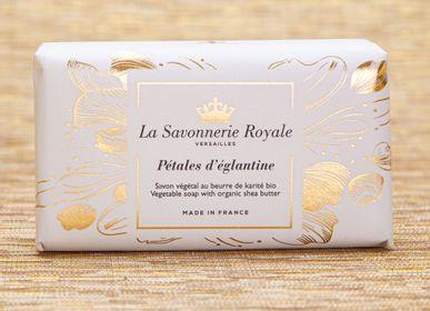 Soaps - Pétales d'églantine Soap - LA SAVONNERIE ROYALE