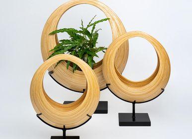 Vases - Panier à fleurs en bambou fait main SUMBA sur support en métal noir - BAMBUSA BALI