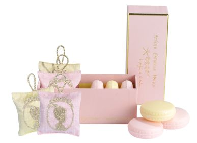 Scent diffusers - Cameo embroidered heart hook, perfume diffuser - ATELIER CATHERINE MASSON