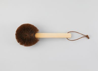 Bathroom equipment - Body Brush with Short Japanese Cypress Handle - TAKADA TAWASHI