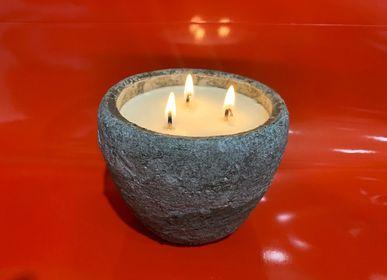 Bougies - Bougie parfumée cire 100 % végétale de soja, 3 mèches pots terre 300 g de cire  - L'ECHOPPE BUISSONNIERE