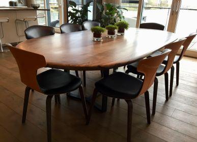 Tables Salle à Manger - Table ovale en noyer avec pieds en acier ciré noir - JONATHAN FIELD