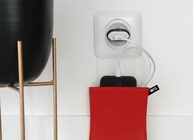 Objets design - Support de téléphone range-chargeur - OFYL