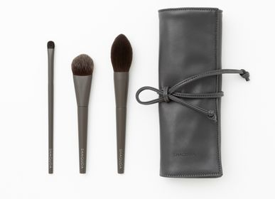 Gifts - OWN 3 Brushes & Makeup Brush case - SHAQUDA