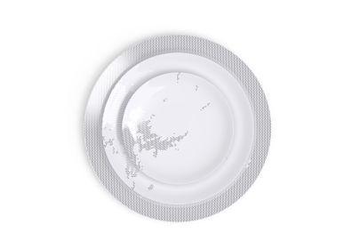 Assiettes de réception - Collection d'art de la table Avant, Ici, Maintenant en porcelaine de Limoges - NON SANS RAISON PORCELAINE DE LIMOGES