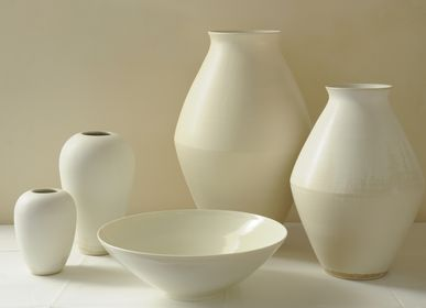 Decorative objects - Group of white vases in stoneware and a porcelain bowl - CHRISTIANE PERROCHON