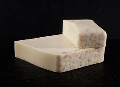 Soaps - Oatmeal and Honey Exfoliating Soap  - AUTOUR DU BAIN