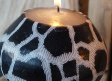 Objets de décoration - BOUGIE BOULE SWAZIPOT WHITE AND BLACK GIRAFE - KANDHELA