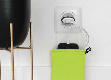 Pochettes - Support de téléphone range-chargeur Vert anis - OFYL