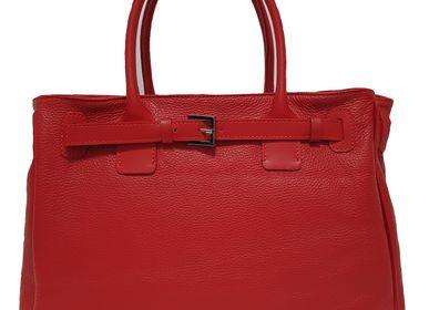 Petite maroquinerie - sac en cuir rouge avec bandoulière, produit et conçu en Italie - L'OFFICIEL SRL