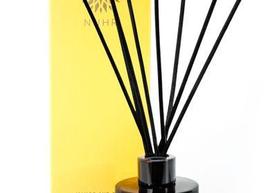 Cadeaux - Mango & Oud Luxury Reed Diffuser - NUHR
