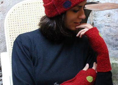 Chapeaux -   Chapeaux, gants, protège-nuque et écharpe en laine vergin - ELENA KIHLMAN