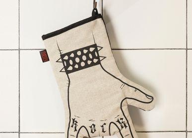 Couverts & ustensiles de cuisine - Gant de cuisine Rock'n'Roll imprimé à la main - gant de four - cornes main - droitier - WE LOVE ROCK
