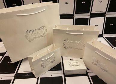 Prêt-à-porter - Sac à provisions en papier haut de gamme - SHUN SUM GROUP LTD.