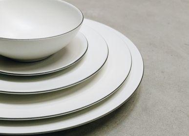 Everyday plates - Round Dinner Plate White Cotton on Black Ceramic - REVOL