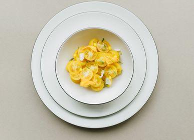Everyday plates - Round dessert plate White Cotton on black ceramic - REVOL