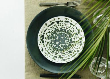 Assiettes au quotidien - Assiette à dessert Rainforest verte métallisée sur céramique noire - REVOL