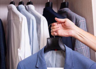 Homeweartextile - Cintres de luxe pour costume et chemise – coloris noir, bois brossé - MON CINTRE