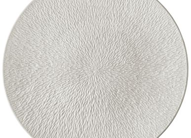Formal plates - Minéral Irisé - Coupe plate flat, full engraved pearl grey 16 - RAYNAUD