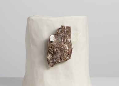 Vases - série de pierres brésiliennes vase en porcelaine M avec Tourmaline avec mica et feldspath - ATELIER LE MOTIF