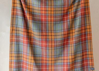 Plaids - Couverture en laine recyclée en tartan antique Buchanan - THE TARTAN BLANKET CO.