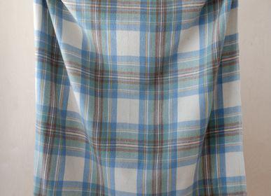 Plaids - Couverture en laine recyclée en tartan bleu feutré Stewart - THE TARTAN BLANKET CO.