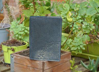 Leather goods - Double Glitter Leather Card Case - LA CARTABLIÈRE