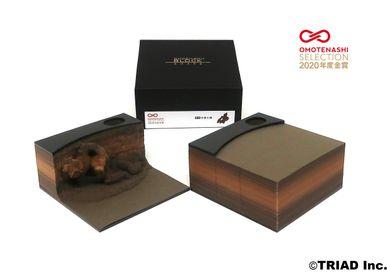 Objets design - Figurine SHAPE en argile avec mains serrantes - OMOSHIROI BLOCK