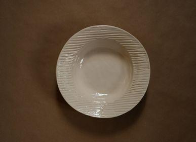 Meubles de cuisines - Grande assiette creuse en céramique objet fait main - OVO