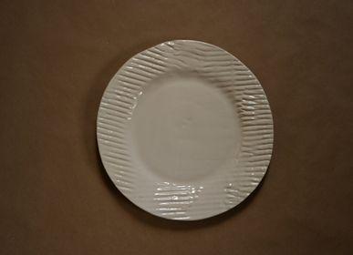 Meubles de cuisines - Assiette plate en céramique objet fait main - OVO
