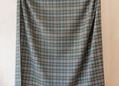 Plaids - Couverture en laine d'agneau en tartan altéré Mackenzie - THE TARTAN BLANKET CO.